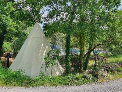 Image hebergement insolite TIPI A SAINT CERICE